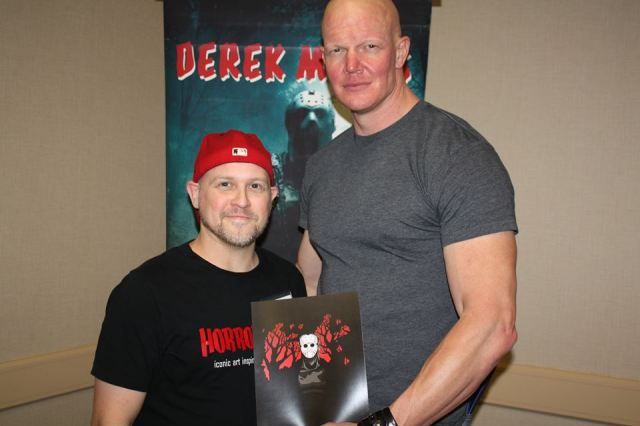 And then Sean got a picture with Derek Mears, who played Jason in Friday the 13th (2009). And he's holding a piece of HORRORIZON's art with an image of his character!  Sweet!!